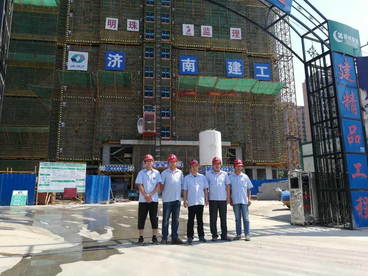 明珠监理胶州朗月苑项目团队集体照